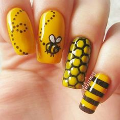 Maybelline Norge 'Electric Yellow' 'Black to the Basic' Honeycomb vinyl from Whats Up Nails Easy Nail Art, Cool Nail Art, Cute Nails, Pretty Nails, Bumble Bee Nails, Hair And Nails, My Nails, Nail Art Designs, Animal Nail Art