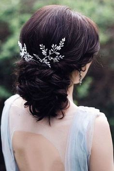 Nice 35 Elegant Wedding Hairstyles Ideas For Medium Hair. More at https://trendfashionist.com/2018/02/01/35-elegant-wedding-hairstyles-ideas-medium-hair/ #weddinghairstyles