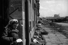 Überleben wollen sie alle | Zoom Fotoblog World History, World War Ii, Der Reichstag, Leni Riefenstahl, Study Photos, Immaculate Conception, Take The Opportunity, German Army, Documentary Photography