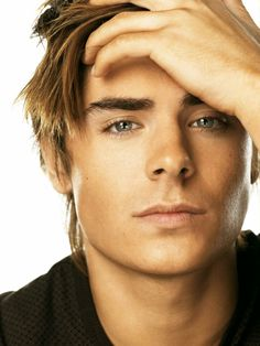 Zac Efron ❤ Love his eyes!