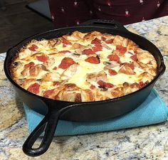 CopyCat BJs Brewhouse Great White Pizza all about sandwiches Iron Skillet Recipes, Cast Iron Recipes, Good Pizza, Pizza Pizza, Pizza Dough, Chicken Pizza, Pizza Party, Grilled Chicken, Bj's Brewhouse