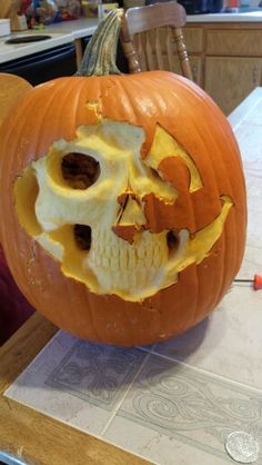 Pumpkin carving - Real Time - Diet, Exercise, Fitness, Finance You for Healthy articles ideas Halloween Pumpkin Designs, Trendy Halloween, Halloween Boo, Halloween Pumpkins, Happy Halloween, Halloween Decorations, Halloween Ideas, Pumpkin Carving Contest, Carving Pumpkins