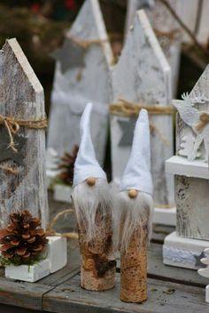 Kerstmannetjes van boomstam