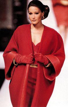 Carla Bruni, Christian Dior Haute Red Couture - /A\ Red Fashion, High Fashion, Vintage Fashion, Womens Fashion, Dior Haute Couture, Couture Fashion, Christian Dior, Original Supermodels, Carla Bruni