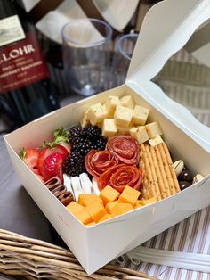 Charcuterie Recipes, Charcuterie And Cheese Board, Cheese Boards, Tapas, Antipasto, Appetizer Recipes, Appetizers, Party Food Platters, Boite A Lunch