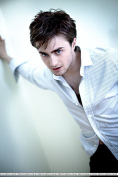 HD Wallpaper Pic Blog is the best blog for downloading free Daniel radcliffe high resolution wallpapers. We offer the latest pictures and photos gallery of background wallpapers from HD Wallpaper Pic.
