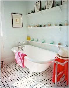 Clawfoot Tub design ideas and photos to inspire your next home decor project or remodel. Check out Clawfoot Tub photo galleries full of ideas for your home, apartment or office. Antique Bathtub, Clawfoot Bathtub, Vintage Bathtub, Bathtub Decor, Bathroom Vintage, Bad Inspiration, Bathroom Inspiration, Bathroom Photos, Bathroom Ideas
