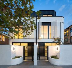 〚 Bright modern Art Deco inspired townhouse in Melbourne 〛 ◾ Photos ◾Ideas◾ Design House architecture slope brooklyn brownstone 24 ideas Townhouse Exterior, Modern Townhouse, Townhouse Designs, Duplex House Design, Modern House Design, Facade Design, Exterior Design, Architecture Design, Modern Art Deco