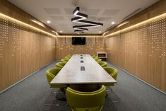 Meeting room at Globant offices in bogota. Design and built by Office Lamp, Office Decor, Office Table, Office Workspace, Office Spaces, Acoustic Architecture, Futuristic Architecture, House Architecture, Shipping Container Office