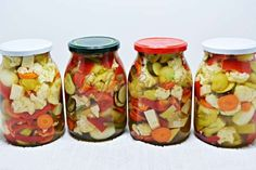Muraturi cu fructe, asortate | Pofta Buna! Canning Pickles, Vegetarian Recipes, Cooking Recipes, Diy Cans, Romanian Food, Romanian Recipes, Pastry Cake, Fruits And Vegetables, Celery