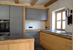 Gray kitchen with stone worktop Gray kitchen with stone worktop Small Space Storage, Storage Spaces, Small Money Safe, Kitchen Worktop, Kitchen Cabinets, Interior Design Themes, Internal Design, Rustic Kitchen, Kitchen Remodel