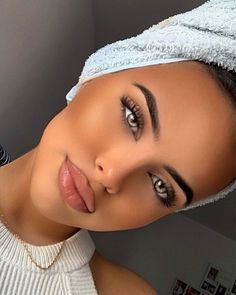 Most Beautiful Eyes, Beautiful Women, Woman Face, Makeup Tips, Septum Ring, Make Up, Fashion Outfits, Portrait, Pretty