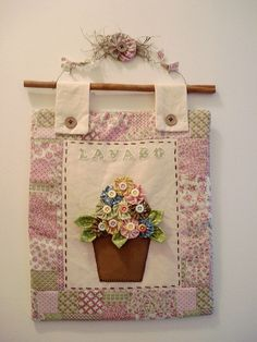 Like the way it is hung Hanging Quilts, Quilted Wall Hangings, Small Quilts, Mini Quilts, Quilting Projects, Sewing Projects, Fabric Crafts, Sewing Crafts, Diy And Crafts