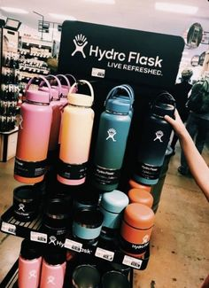 The ultimate Vsco Girl Checklist! Everything you will need to be a vsco girl and where to find it. Cute Water Bottles, Drink Bottles, Jungkook Outfit, Surf Girls, Bff T Shirt, Hydro Flask Water Bottle, Vsco Pictures, Usa Tumblr, Happy Vibes