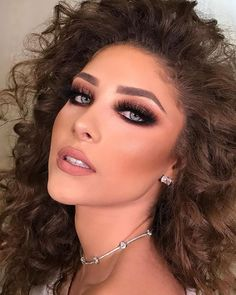 The Hottest Celebrity Makeup Tips As Revealed By The Beauty Magicians Glam Makeup Look, Sexy Makeup, Gold Makeup, Gorgeous Makeup, Makeup Looks, Simple Makeup Tips, Christmas Makeup, Holiday Makeup, Stunning Eyes