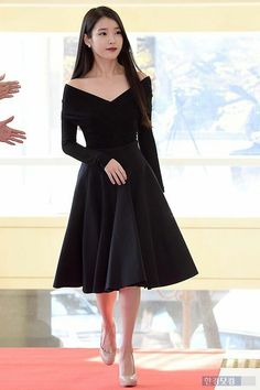 아이유 iu clothes in 2019 award show dresses, fall fashion. Korean Girl Fashion, Korean Fashion Ulzzang, Korean Fashion Winter, Iu Fashion, Korean Street Fashion, Fashion Photo, Autumn Fashion, Fashion Outfits, Japanese Fashion
