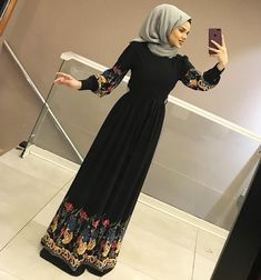 YİNE EFSAANE BİR ELBİSEYLE KARŞINIZDAYIZ 😍😍 150₺ 36-42 arası Abaya Fashion, Muslim Fashion, Modest Fashion, Fashion Dresses, Hijab Dress Party, Hijab Style Dress, Stylish Hijab, Hijab Chic, Hijabi Gowns