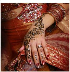 Every women and girl wants their hand beautiful and attractive therefore they make Henna on hands. There are most popular and attractive but simple henna mehndi Mehandi Designs Images, Indian Mehndi Designs, Arabic Henna Designs, Latest Bridal Mehndi Designs, Mehndi Designs For Girls, Wedding Mehndi Designs, Beautiful Henna Designs, Indian Mehendi, Pakistani Mehndi