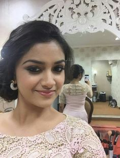 South Indian actress Keerthy Suresh new photo gallery. Latest hd image gallery of Keerthy Suresh. South Indian Actress, Beautiful Indian Actress, Beautiful Women, Indian Natural Beauty, Freida Pinto, Simple Face, Romantic Photos, Tamil Actress Photos, Face Photo