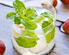 Vodka oz Domain de Canton Ginger Liquor Fresh Lemon juice Method Pour all ingredients into container. Lychee Juice, Lychee Martini, Juice Drinks, Yummy Drinks, Cocktail Recipes, Cocktails, Fresh Lemon Juice, Recipe Using, Healthy Recipes