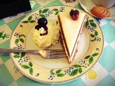 Een lekkere #worteltaart bij de taart van mijn tante in #amsterdam #detaartvanmntante #cake #taart