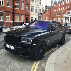 Rate it ⤵️ Rolls-Royce Cullinan😍😍 What do you think of it?🤔 Photo by:   London City Airport, Gatwick Airport, Heathrow Airport, Rolls Royce Cullinan, Coaching, New Ferrari, Lux Cars, Rolls Royce Cars, Luxury Suv