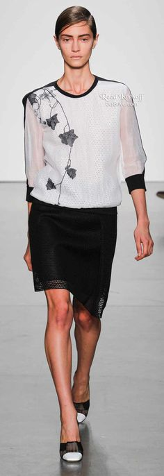 Reed Krakoff Spring 2014 is filled with lightweight layering, asymmetrical hemlines & silky dresses,& pants. Diva Fashion, Runway Fashion, Fashion Show, Fashion 2014, Womens Fashion, Fashion Design, Spring 2014, Spring Summer Fashion, Summer 2014