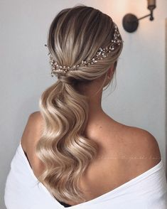 Wedding Updo Hair Styles Do bangs make you look younger? For Black Women Bun Hair Styles │ boho updo hairstyles Luxy Hair, Bridal Hair Inspiration, Short Wedding Hair, Hairstyle Wedding, Ponytail Wedding Hair, Wedding Hair Blonde, Bridesmaid Hair Ponytail, Elegant Wedding Hair, Wedding Pony Tail