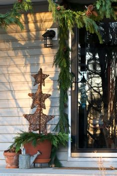 Natural Christmas decor featuring pine cones, terra cotta, natural pine garland & grapevine stars #christmas #holiday #decor