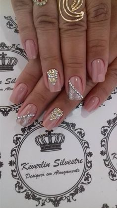 Think I'll try this for Christmas Glam Nails, Hot Nails, Bling Nails, Beauty Nails, Fabulous Nails, Gorgeous Nails, Pretty Nails, Ongles Beiges, Bridal Nails