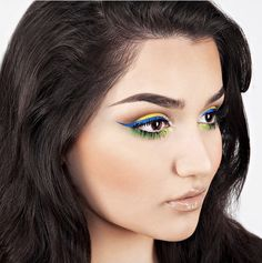 The Batalash ladies love a good colorful eye, and this is one of their funnest, brightest looks. created this look in 2014 to show her support for Brazil during the World Cup. Blue Eyeliner, Eyeliner Looks, Graphic Eyes, Bright Eye Makeup, Cool Makeup Looks, Full Makeup, Eye Liner Tricks, Grunge Makeup, Creme Color