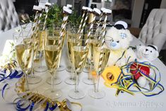 Söta studentmössor som drinkpinnar - Johanna Toftby Table Decorations, Party, Students, Fiesta Party, Parties, Ballerina Baby Showers, Center Pieces