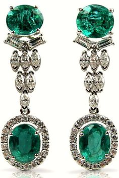 Emeraudes et diamants : un duo gagnant. Voilà des boucles d'oreilles qui nous font rêver...