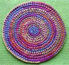 DulcesAmigus: Patrones con trapillo (23): alfombra combinando trapillo y lana