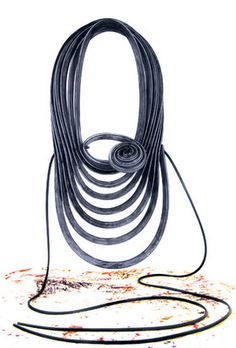Cristian Dorigatti  This designer creates jewelry with rubber. They are striking pieces that allow you to appreciate the colors and texture of the material. Forms are configured from the repetition of the line. Klimt02. (montserratlacomba)
