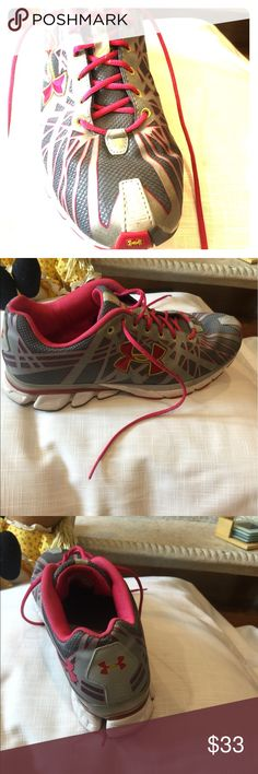Woman sneakers size10 Under Armour Woman sneakers size 10 excellent condition Under Armour Shoes Sneakers