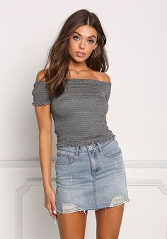 Stylish denim skirt outfits ideas to makes you look stunning 66 Spring Outfits, Trendy Outfits, Cute Outfits, Amazing Outfits, Denim Skirt Outfits, You Look Stunning, Off Shoulder Crop Top, Most Beautiful Dresses, Junior Outfits