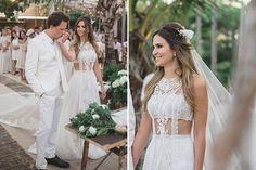 Os casamentos pé na areia ou com vista para o mar estão em alta. Por isso, fizemos uma seleção com 20 vestidos de noiva para casar na praia!