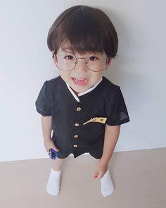 다람이오퐈♡ Eunwoo oppa 😍 . . . 🙋♂️ 시원한 린넨소재 넘나 깜찍한 #아기교복 #복고교복 👉 다온이네 @leedaon0622 Cute Asian Babies, Korean Babies, Asian Kids, Cute Babies, Cute Baby Boy, Cute Boys, Baby Kids, Baby Tumblr, Baby Bug