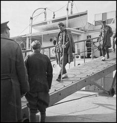 https://flic.kr/p/MFrVTR | Άφιξη τραυματιών του Αλβανικού μετώπου στο λιμάνι του Πειραιά. Φωτογραφία: Βούλα Παπαϊωάννου/Αρχείο Μουσείου Μπενάκη.