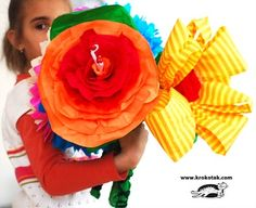 giant paper flowers tutorial found at Krokotak