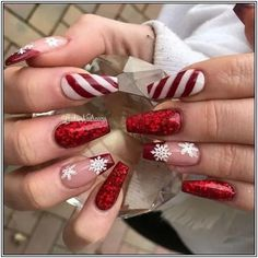 Winter Nails - 102 festive and easy christmas nail art designs you must try page 2 Chistmas Nails, Cute Christmas Nails, Christmas Nail Art Designs, Holiday Nail Art, Xmas Nails, Halloween Nails, Red Nails, Snowman Nails, Christmas Acrylic Nails