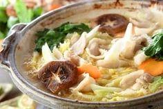 お酒とおみそにショウガ入りのスープで体の芯からほかほかあったまるお鍋。ニンニクも入って風邪気味なときにはこれであったまって元気になろう!