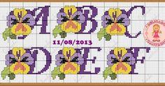 Olá! Vim mostrar para vocês mais uma sugestão de monogramas para nossas toalhinhas, eu amoooo a flor amor perfeito, amei o resultado. Espe...