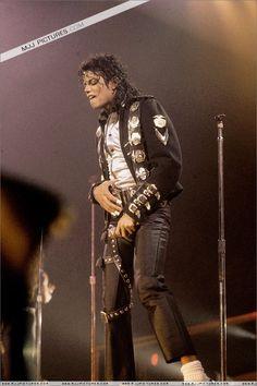 ♥ Michael Jackson ♥ BAD World Tour 1987-1989 Wanna Be Startin' Something (Opening)