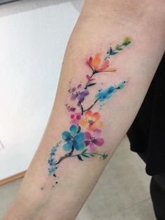 A pretty floral tattoo Pretty Tattoos, Love Tattoos, Beautiful Tattoos, Small Tattoos, Tattoos For Women, New Tattoos, Tropisches Tattoo, Ankle Tattoo, Forearm Tattoos