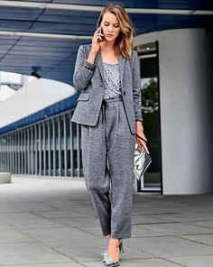 The narrow lapels of this comfortable blazer with the flap pockets, are stitched on – a stylish detail that also makes sure that the lines stay perfectly in place. Athleisure Trend, Sequin Blazer, Knit Blazer, Diy Clothes Patterns, Sewing Patterns, Style Magazin, Plus Size Blouses, Athletic Fashion, Fashion Looks