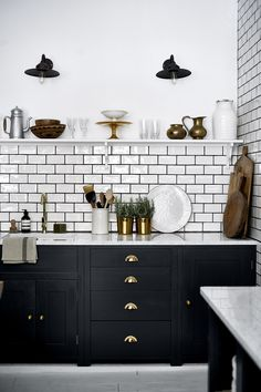 Dumbfounding Useful Ideas: Long Kitchen Remodel Stove kitchen remodel wall removal bathroom.Small Kitchen Remodel 2017 farmhouse kitchen remodel on a budget.Old Kitchen Remodel Fixer Upper. Black Kitchen Cabinets, Kitchen Cabinet Colors, Painting Kitchen Cabinets, Black Kitchens, Home Kitchens, Kitchen Backsplash, Dark Cabinets, Metro Tiles Kitchen, Backsplash Ideas