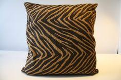 de la boutique AteliersTaffetas sur Etsy Deco, Throw Pillows, Boutique, Etsy, Slipcovers, Home, Toss Pillows, Cushions, Decor