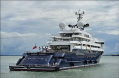 Octopus yacht car | The lair of a Bond villain? No... Microsoft lord Paul Allen. Picture ... 7.8. 2015, www.nco.is NCO eCommerce, www.netkaup.is